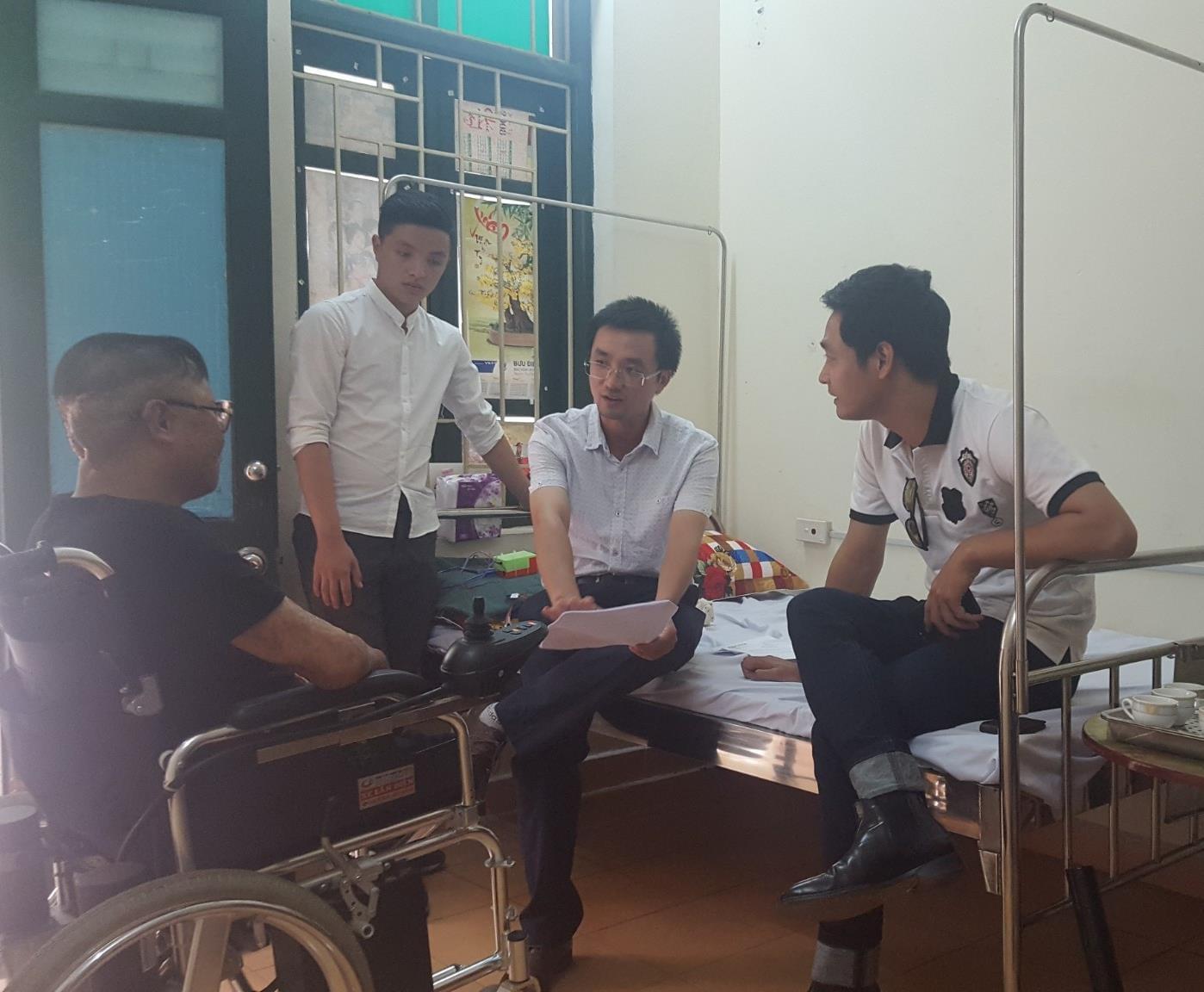 Phan Anh làm từ thiện